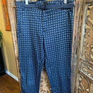Navy print Zara pant with belt. Size 6
